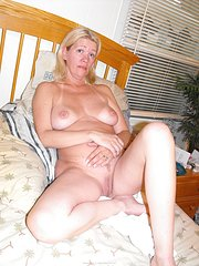 amateur wife in panties nude