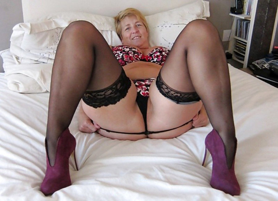 Bbw porn blonde bbw jenna spreads her fat thighs wide to let a horny guy bang
