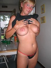 amateur mature wife loves her pussy slapped