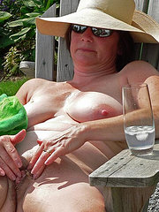 amateur mature wife tries another cock