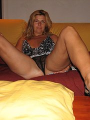 amateur wife ties testicles